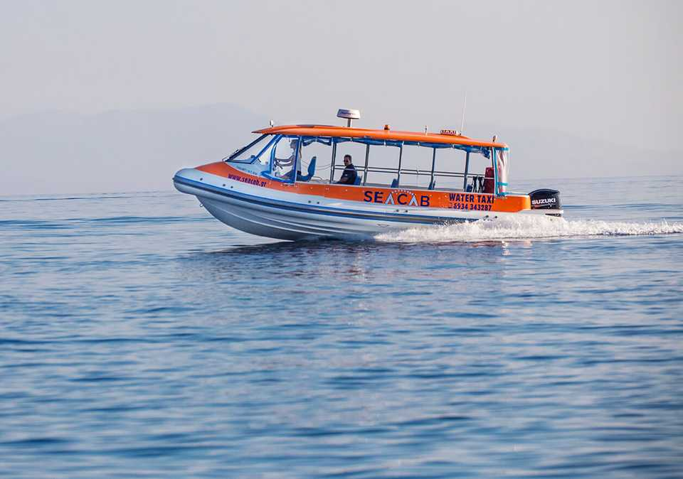 The fast SeaCab boat is a convenient alternative to traditional ferries from Skiathos to Skopelos